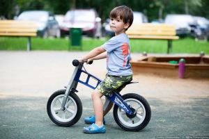 Как выбрать беговел для ребенка?