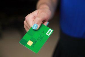ЦБ дал банкам месяц на подготовку банкоматов к приему карт «Мир»