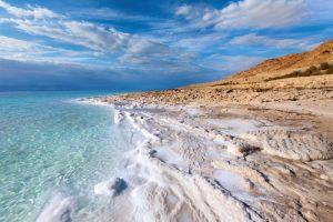 Почему вода в океане соленая?