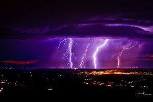 Почему молнию сопровождает гром?
