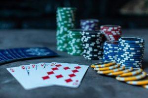 Играем в казино на реальные деньги: обзор слота «Назад в 70-е»