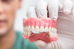 Как появились зубные протезы?