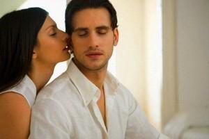 Как возбудить мужчину в постели: маленькие хитрости
