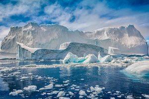 なぜ今日氷河が存在するのですか?